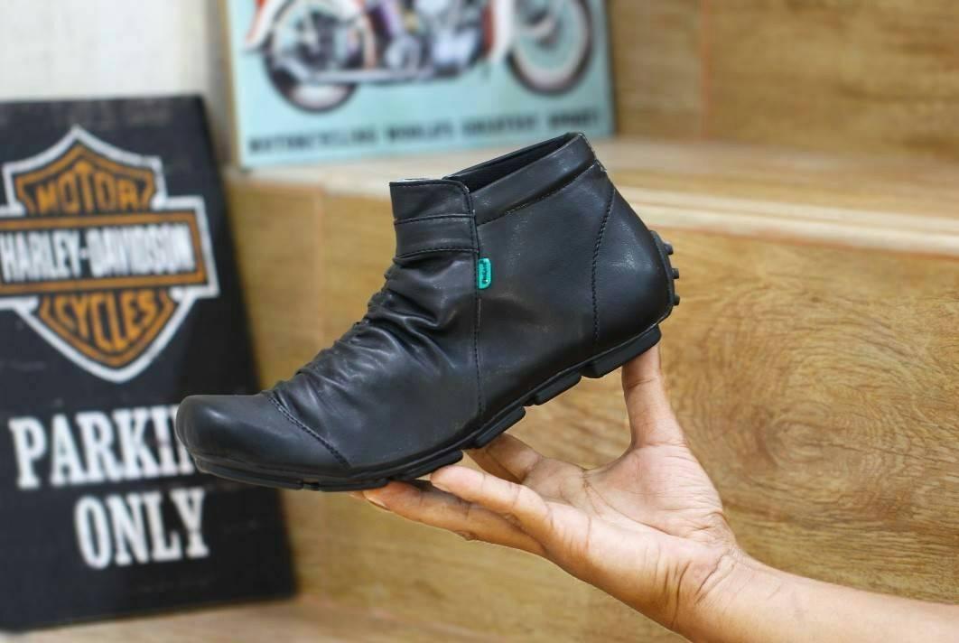 Promo Sepatu Casual Slip On Kickers Wringkle Zipper (Sepatu Olahraga, Sepatu Kerja, Sepatu Jalan, Sepatu Santai, Sepatu Sekolah, Sepatu Joging, Lapangan, Sepatu Kulit, Sneaker, Slip On, Slop, Adidas, Nike, Pria, Wanita, Anak) Diskon