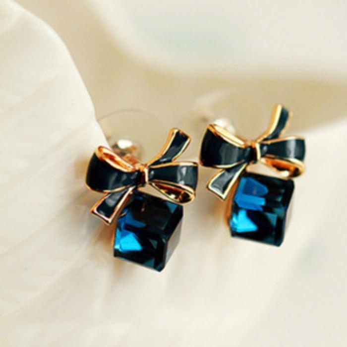 anting pita berlian kotak biru Korean bow Crystal cube earrings jan046