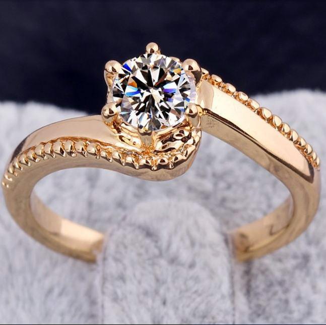 Flamboyant Crystal Ring (Cincin Lapis Emas 18K / Platinum)