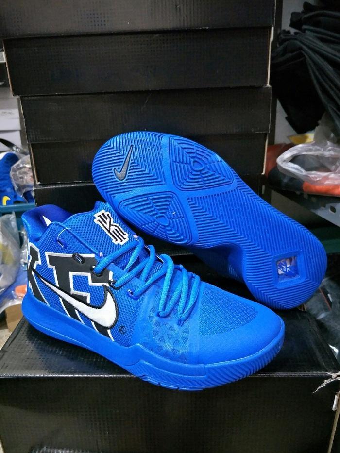 Sepatu Basket Nike Kyrie 3 Duke