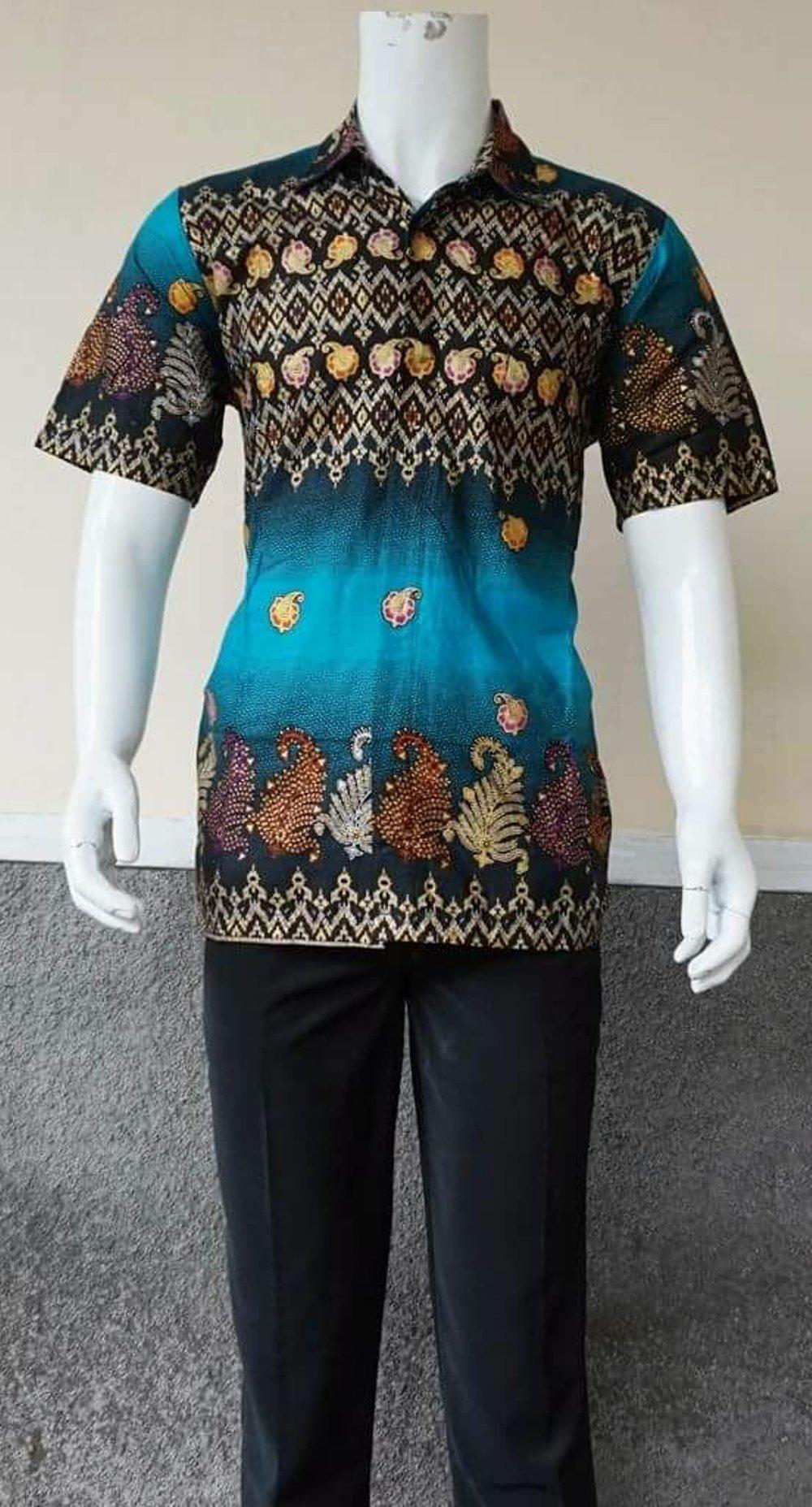 Hem batik lengan pendek modern di lapak Pusat Grosir Batik Jogja pusatgrosirbatikjogja