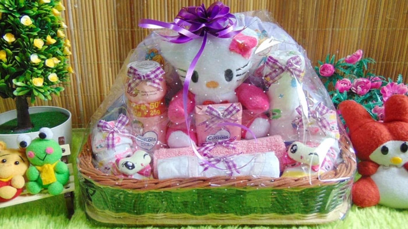 parcel kado bayi – bingkisan keranjang awan hello kitty pink istimewa komplit - termurah