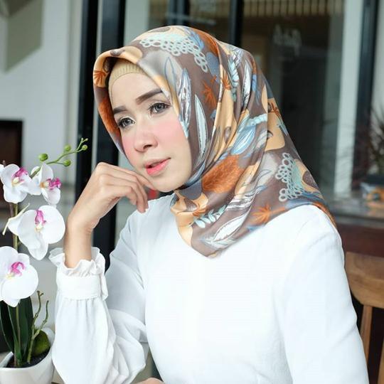 Hijab Segiempat Premium Motif Bunga