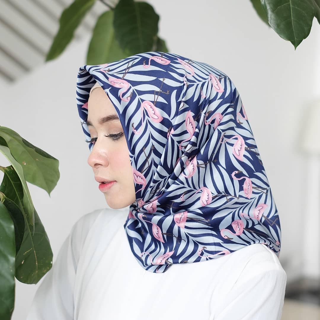 Hijab - Velvet Silk - Hawaian Flamingo / Jilbab - Kerudung Segi Empat