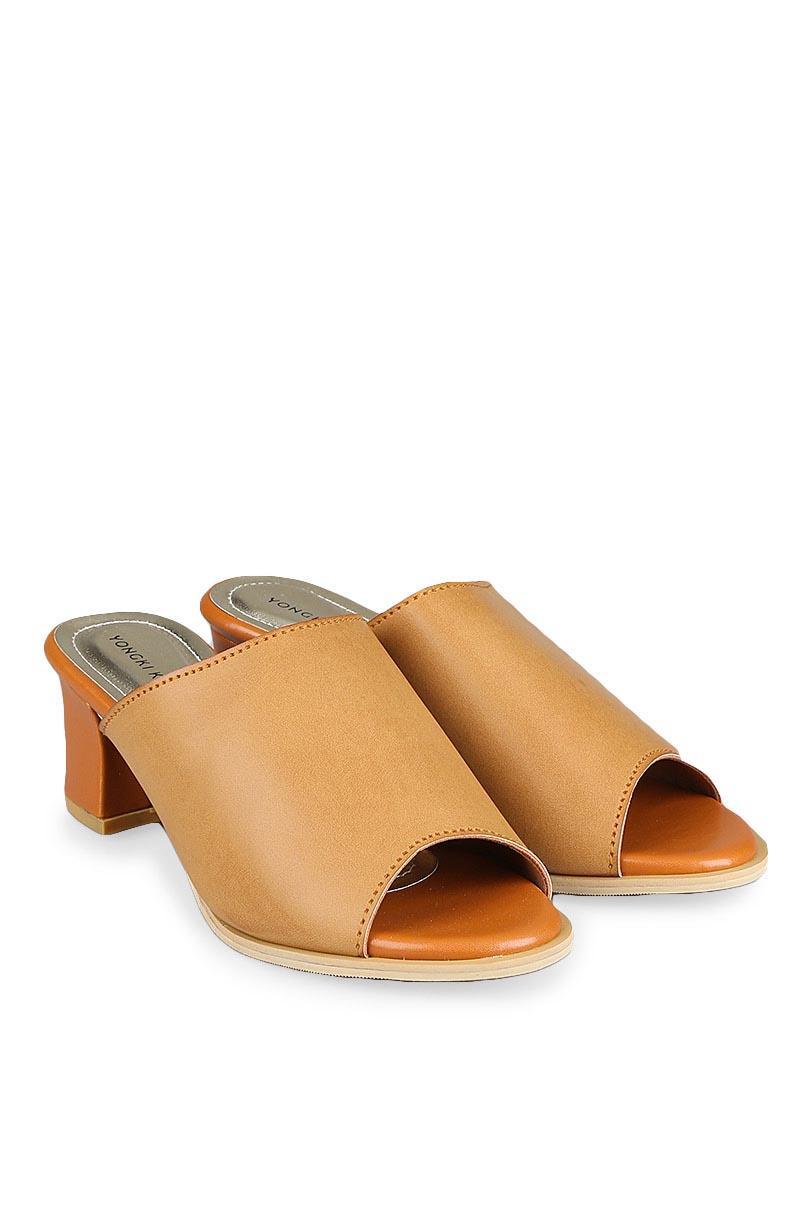 Yongki Komaladi Sepatu Fashion Sandal Heel Wanita Blinda Mules Tan