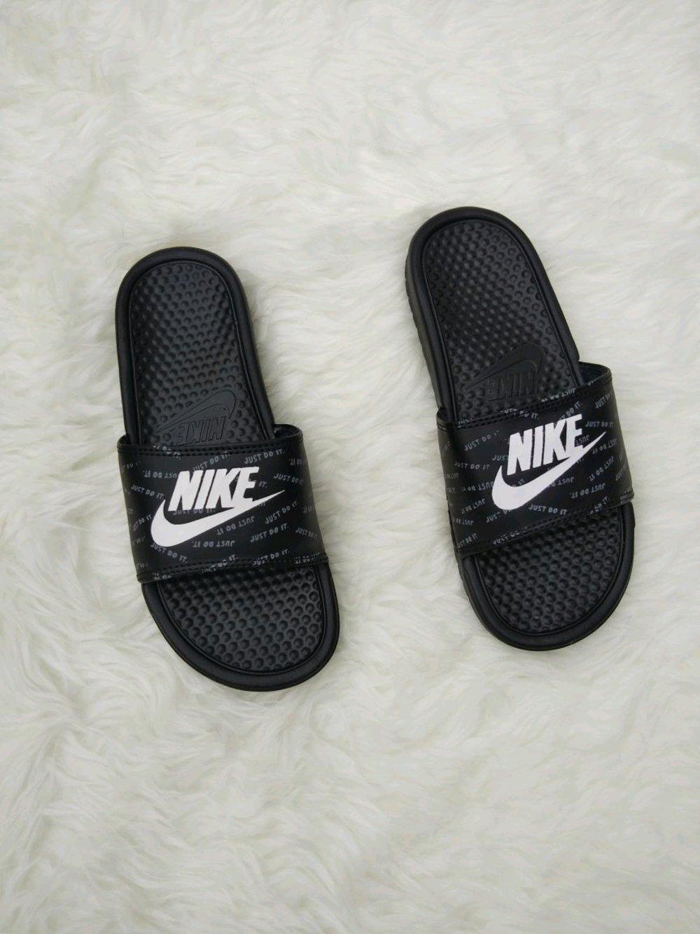 Cek Harga Baru Sandal Nike Flip Flop Benassi Swoosh Motif Black Finotti Kross Pria White Gambar Produk Rinci Original 343880 440 Terkini