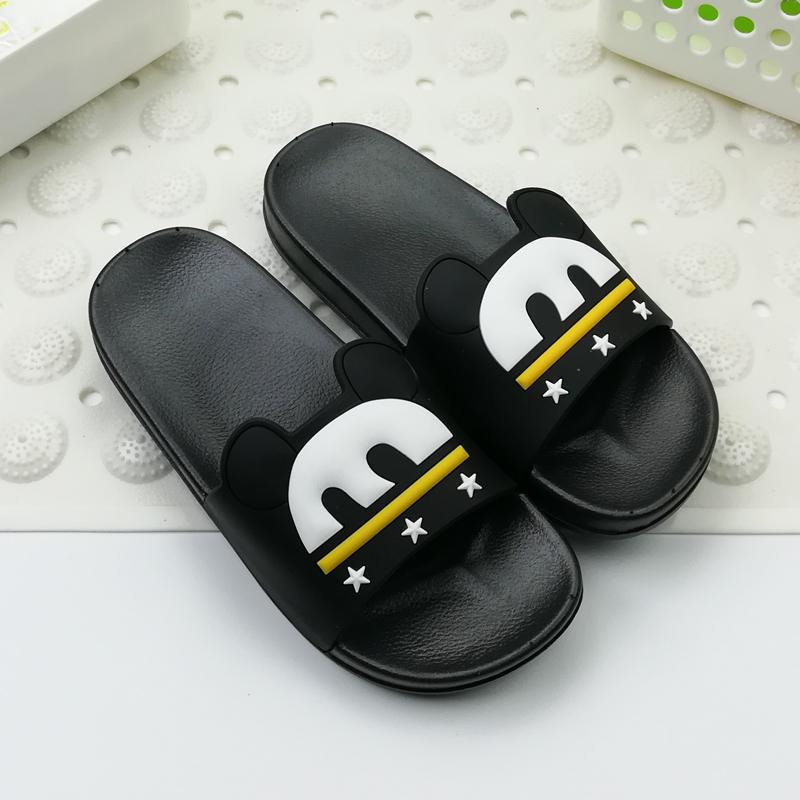 anak laki-laki musim panas perawatan sepatu, sandal. Source ·