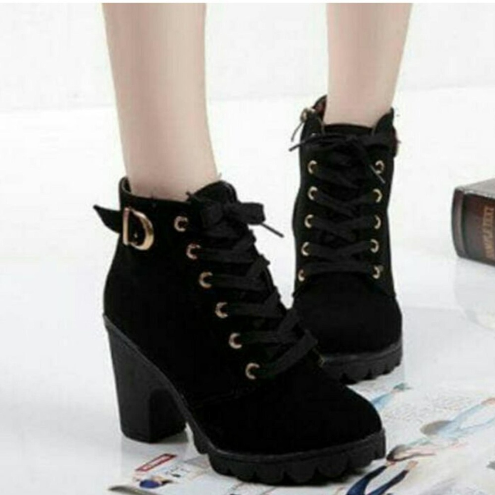 Arlaine Virginia Sneaker Booth [Black]