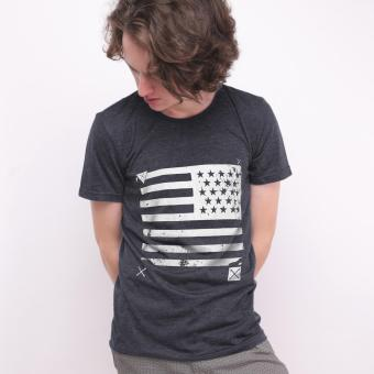 Muscle Fit Kaos Oblong Lengan Pendek Unisex O-Neck T-Shirt MF-067 Bendera Amerika- Misty Hitam