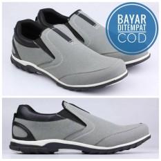 Sepatu Slip On - Sneakers Casual Pria