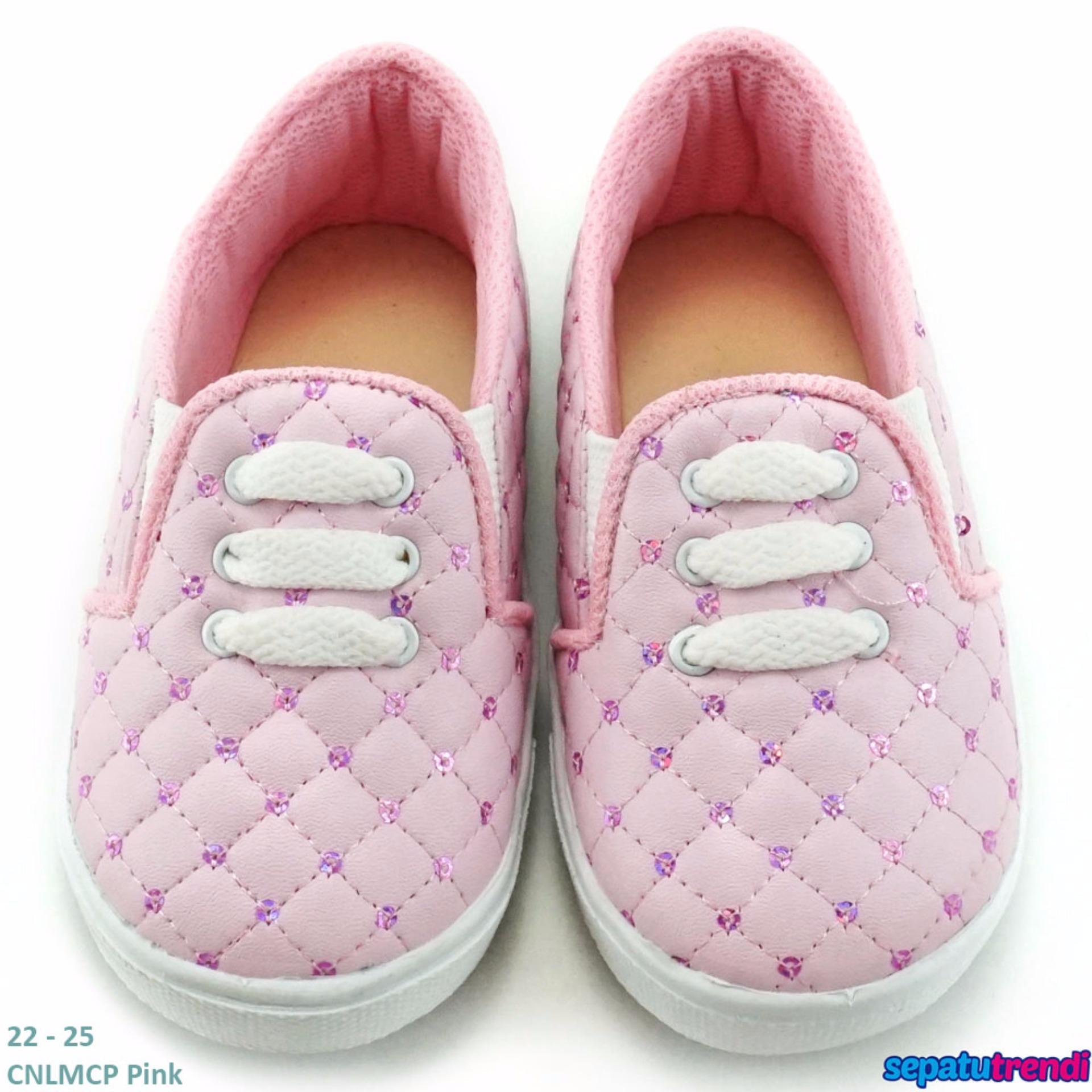 TrendiShoes Sepatu Anak Perempuan Slip On Variasi 3 Tali CNLMCP -Pink .