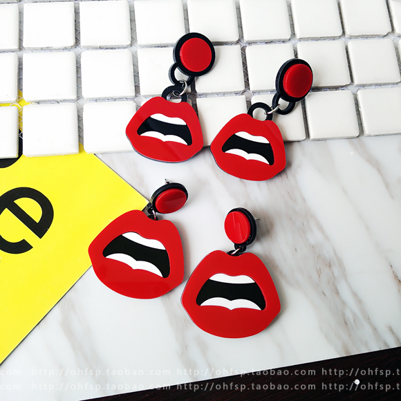 Api Shishang bibir merah dibesar-besarkan akrilik anting bibir Anting