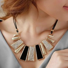 Gothic Diamante Kalung Wanita Hollow Women Lady Necklace- Black