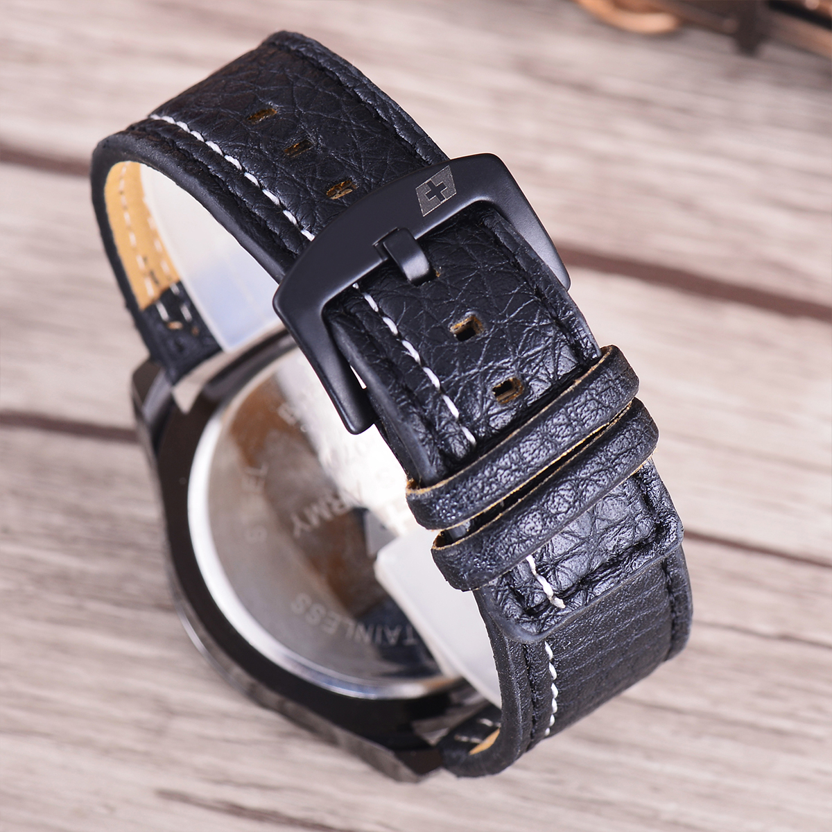 Swiss Army Jam Tangan Pria - Body Black - Black Dial - Black Leather Strap .